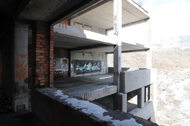 Недостроенная заброшенная школа На Нейбута, Ладыгина, Черняховского