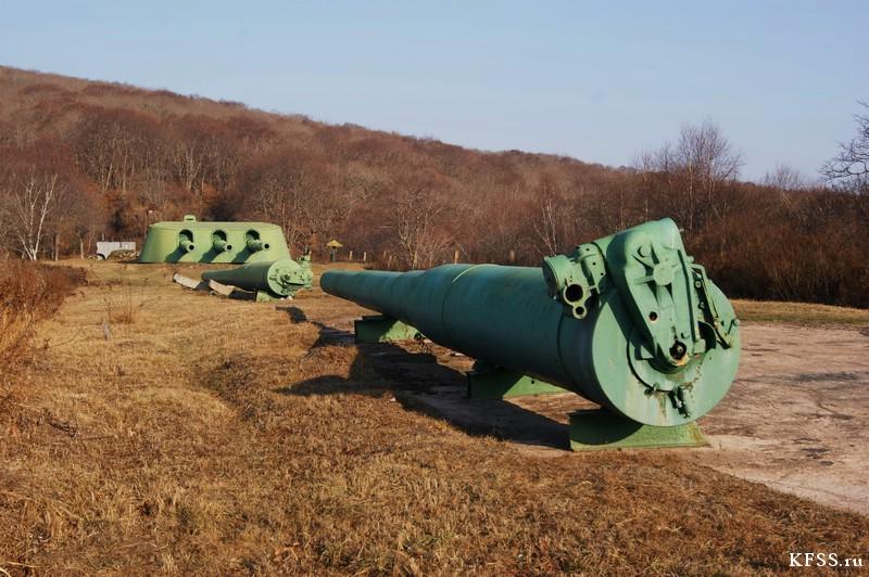 Запасные стволы и башня Ворошиловской батареи (№981) на острове Русском