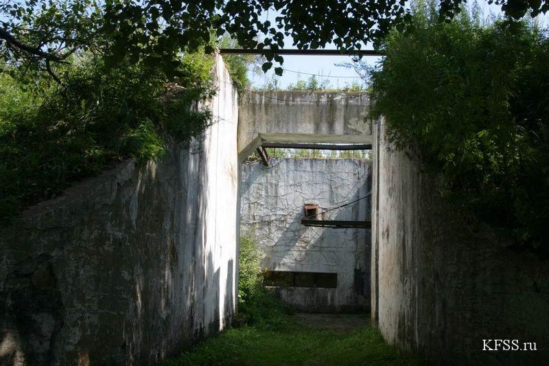Остров русский, Ворошиловская батарея, вход в подземную часть